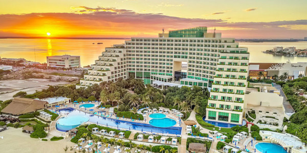 Live Aqua Beach Resort Cancún - Adults Only Vacations